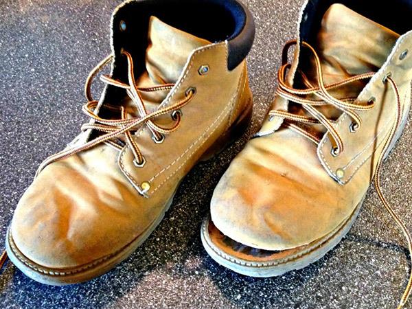 Nguyên nhân dẫn đến giày nam bị bong