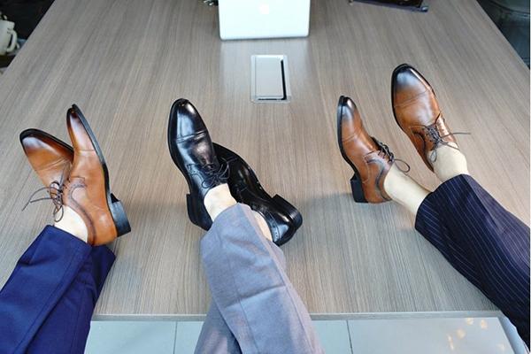 Nắm ngay những lưu ý khi chọn giày da nam mix cùng quần vải