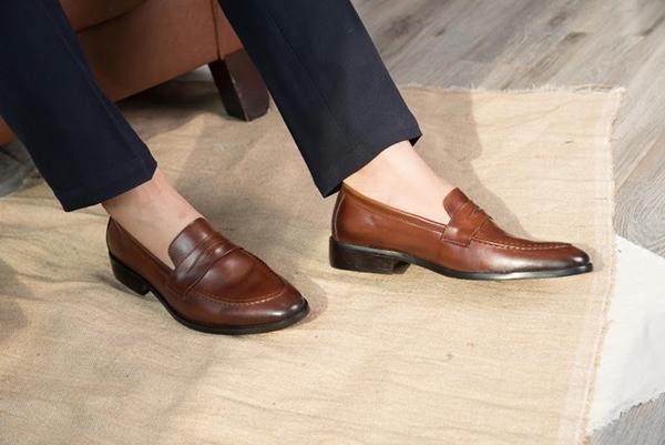 Những lưu ý khi diện giày lười da nam công sở