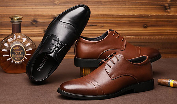 Giày đen hay nâu phù hợp với trang phục của nam giới?